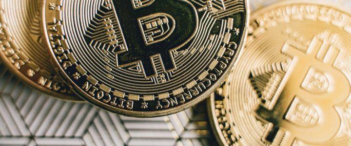 Bitcoin se recupera después de alcanzar el nivel más bajo desde marzo